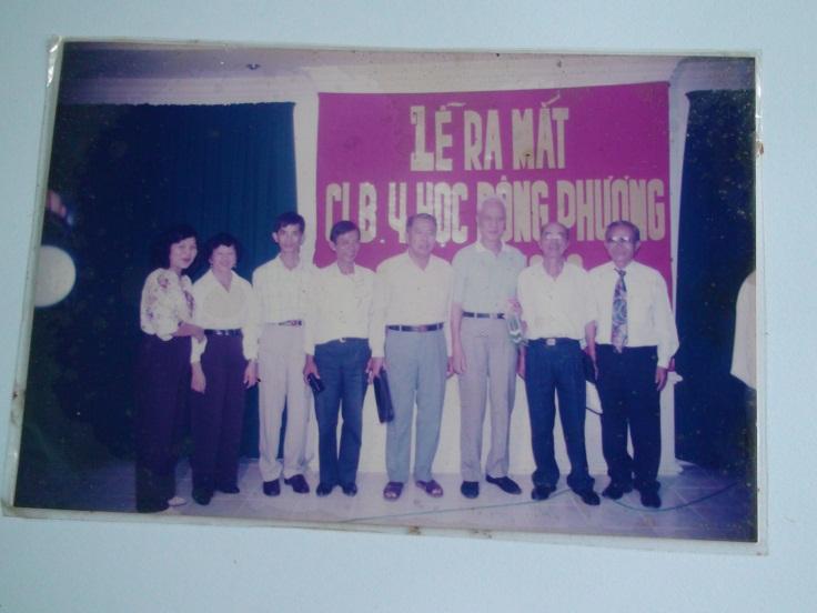Cố Đại Tướng Mai Chí Thọ (cao nhất), cố vấn CLB Y Học Đông Phương