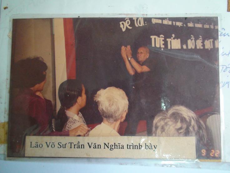 Lão Vó Sư Trần Văn Nghĩa tham gia lớp huấn luyện khí công của trung tâm Đông Phương Cổ Truyền