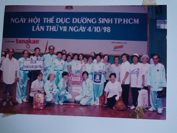 LY Phan Cao Bình, chủ nhiệm CLB Thái Cực Quyền TPHCM và đội biểu diễn đoạt giải nhì toàn thành